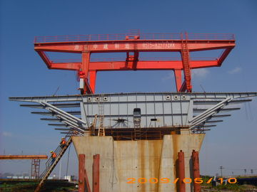Çin Bridge Beam Segment Lifter Crane Launched by Hydraulic System With Steel Wheel Distribütör